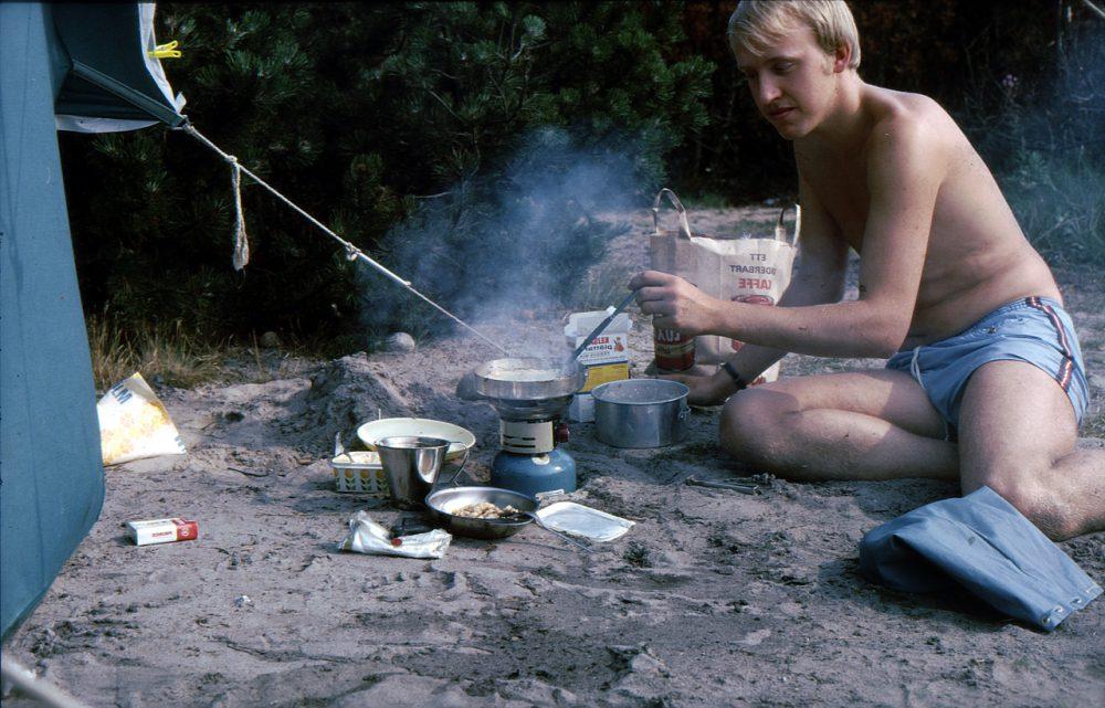 Sommaren 68 tältar vi vid Gravarne, Kungshamn